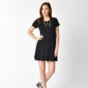 1970s Style Black Short Sleeve Lace Up Knit Shift